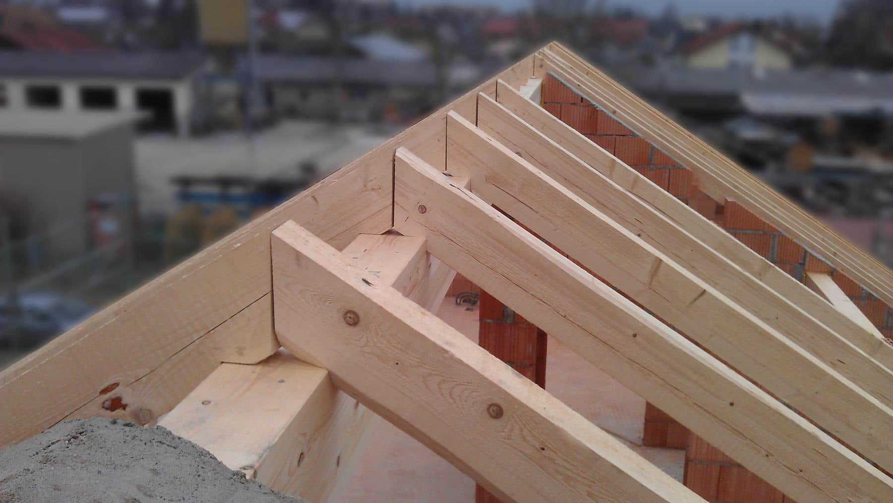 Charpente en kit en sapin choix 2 sur une maison en maçonnerie traditionnelle.